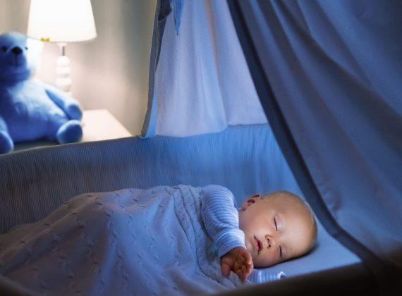 ¿Quieres que tu bebé duerma toda la noche? ¡6 trucos!