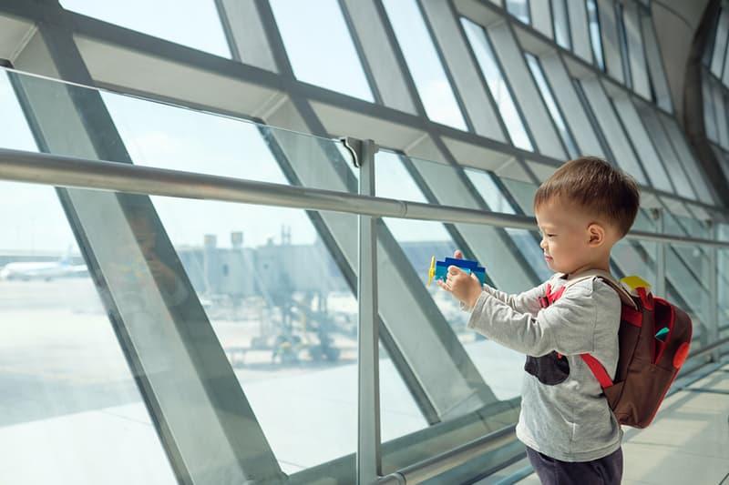 Para el bebé de 23 meses: la curiosidad por saber y juegos