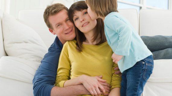 Conoce los permisos laborales para padres y madres que existen a día de hoy