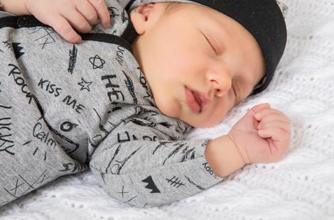 Cómo escoger la ropa de un bebé recién nacido