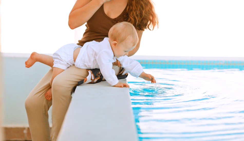 11 cosas que debes llevar a la piscina para tu bebé Antes