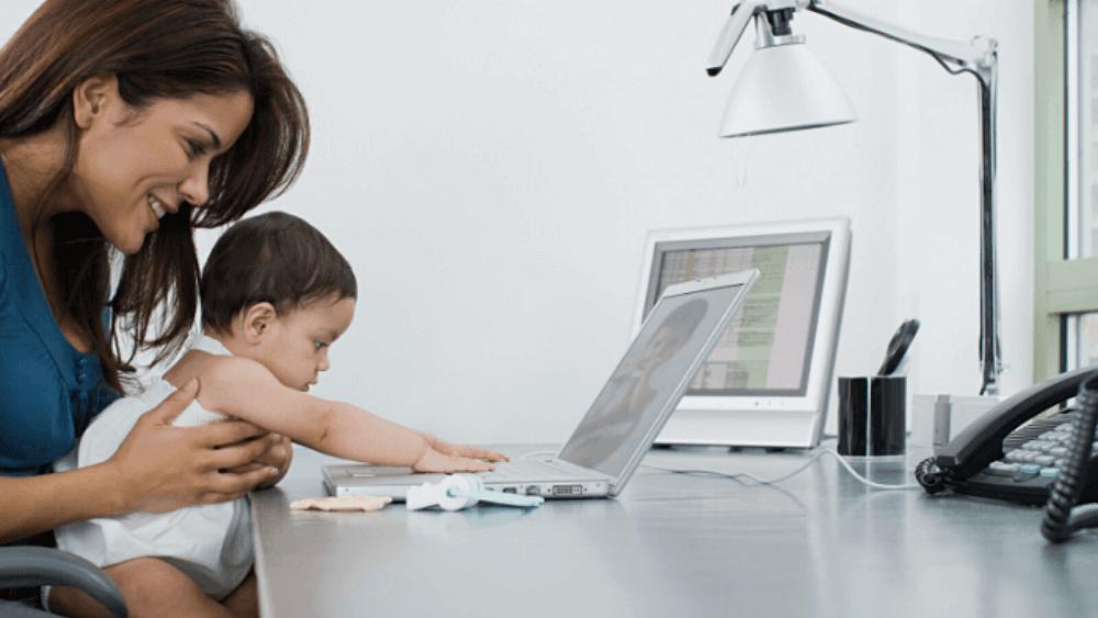 ¿Cómo teletrabajar con un bebé en casa?
