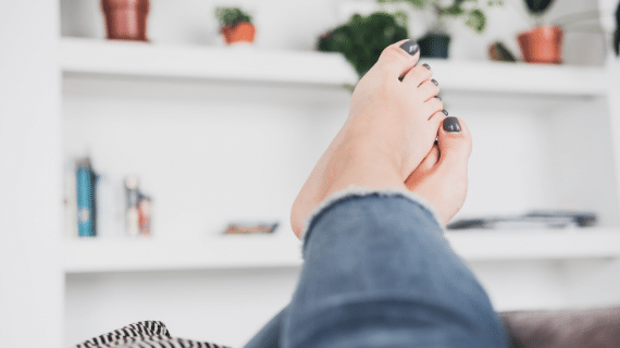 Eleva tus pies durante el embarazo