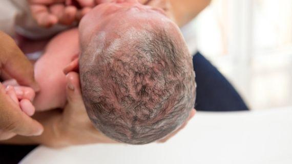 como lavar a un bebe recien nacido