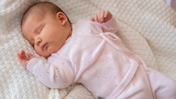Las 3 mejores pijamas primera puesta para tu bebé